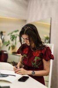 Anna Halarewicz, ilustratorka mody, wFuku Concept Store weWrocławiu.