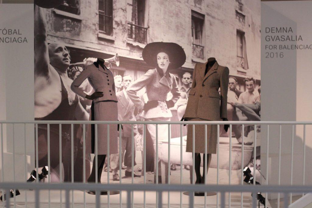 Wystawa omodzie: Cristobal Balenciaga wVictoria & Albert Museum wLondynie.