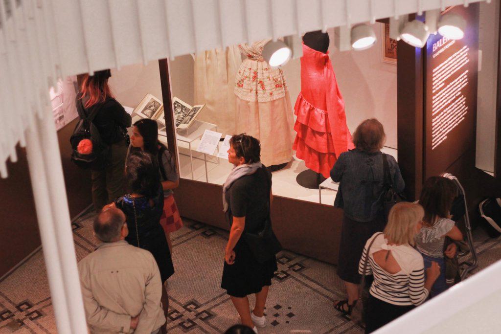 Cristobal Balenciaga wystawa wVictoria & Albert Museum.