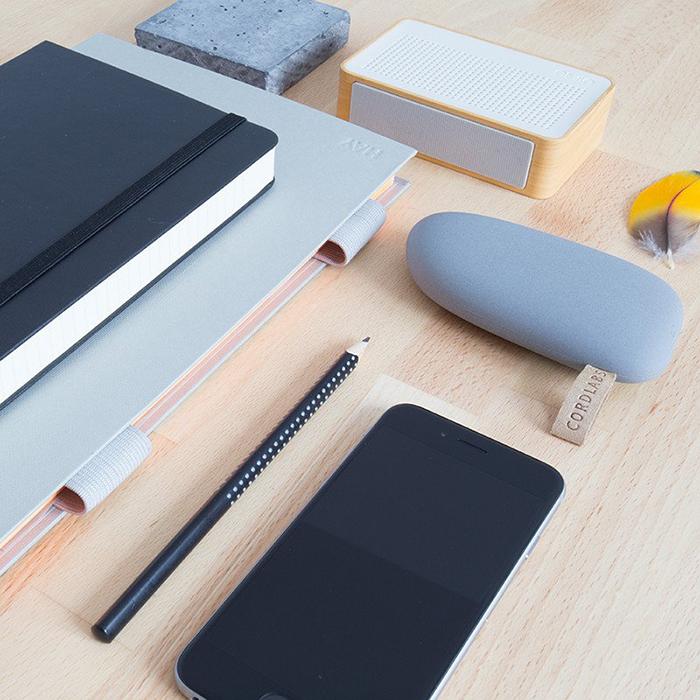 Powerbank CREATTACK wkształcie kamienia, zkabelkiem micro USB.