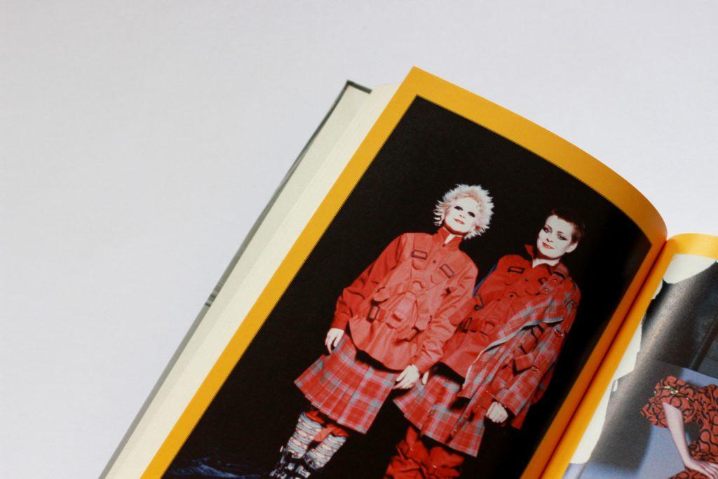 Projekty Vivienne nazdjęciach wbiografii.